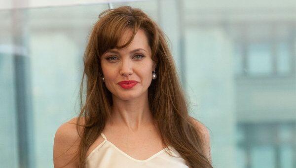 Фотоколл Анджелины Джоли