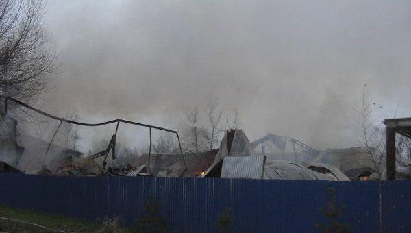 Пожар в металлическом ангаре в подмосковном Домодедово