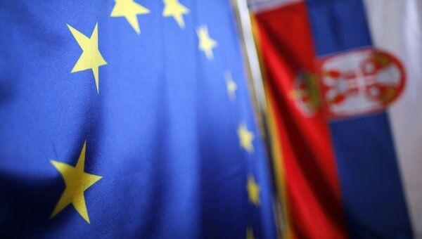 Флаги Евросоюза и Сербии