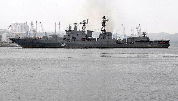 БПК Адмирал Трибуц подходит к пирсу. Архив