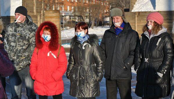Участники акции У меня украли голос в Барнауле