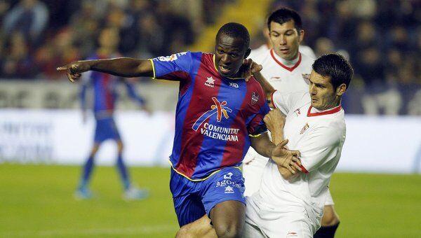 Игровой момент матча Леванте - Севилья