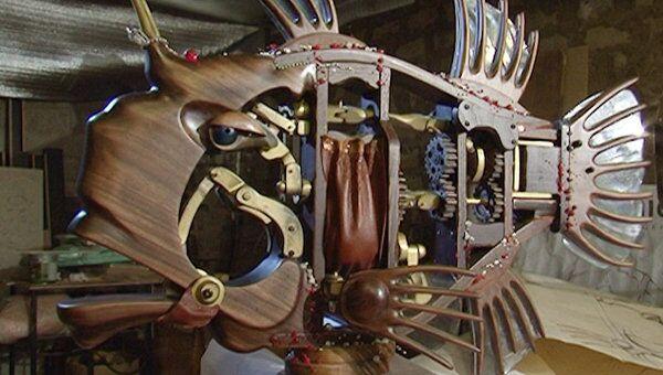 Кинетическая рыба-дом из бамбука шевелит плавниками и зубастыми челюстями