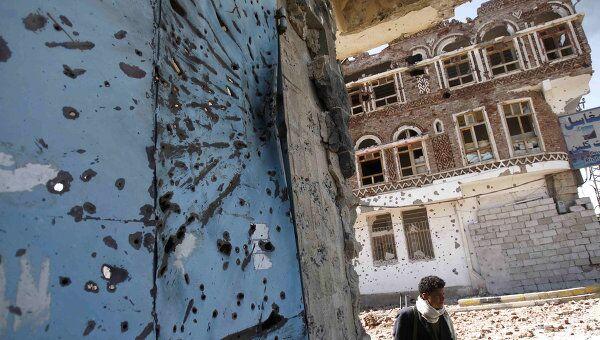 Разрушенные в ходе столкновений дома в Сане в Йемене