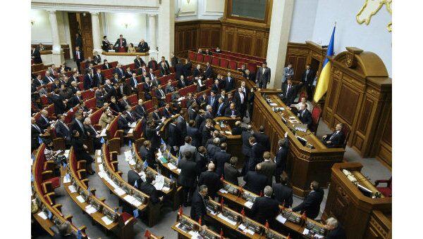 Партия регионов в пятницу снова блокирует работу украинской Рады