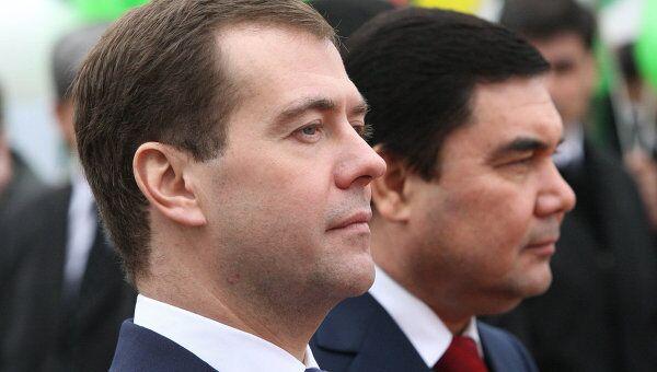 Президенты России и Туркменистана Дмитрий Медведев и Гурбангулы Бердымухамедов. Архив