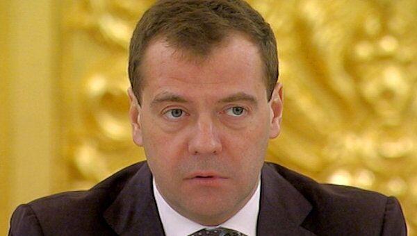 Медведев призвал абсолютно откровенно говорить о грядущем кризисе