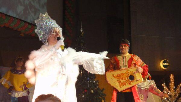 Подарки, хороводы и сказочные персонажи: новогодняя елка в Москве