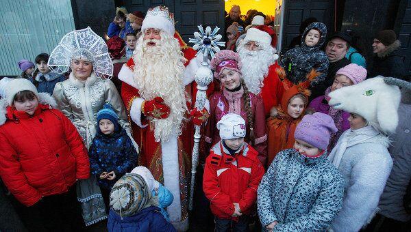 Встреча эстонского Рождественского деда и Деда Мороза в Выборге