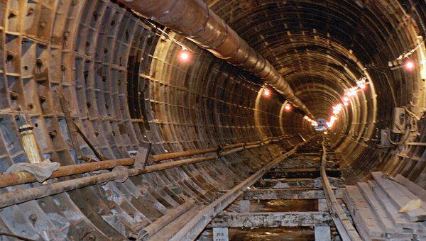 Строительство подземного тоннеля линии метро. Архив