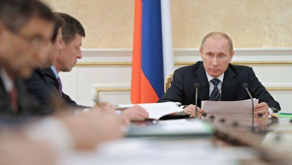 Владимир Путин проводит заседание президиума правительства РФ. Архив