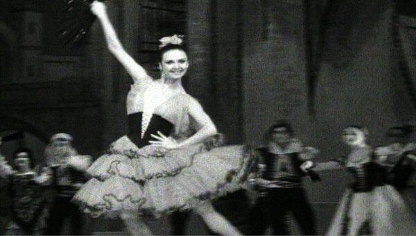 Людмила Семеняка исполняет партию Китри в балете Дон Кихот. 1977 год