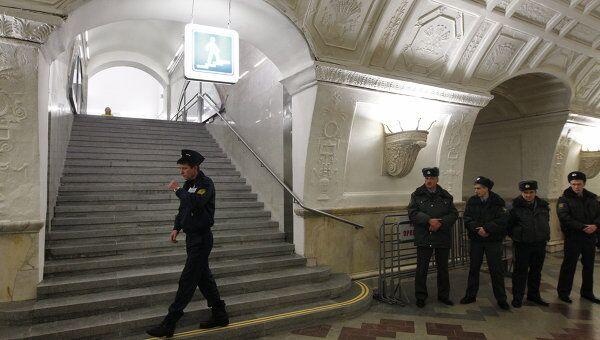 Сотрудники полиции в метро. Архив