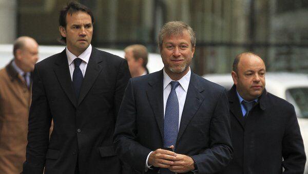Роман Абрамович возле здания лондонского Высокого суда