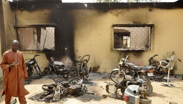 Последствия нападения боевиков на город Кано в Нигерии