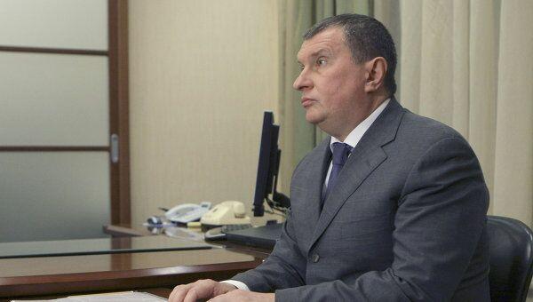 Заместитель председателя правительства РФ Игорь Сечин на встрече с премьер-министром РФ Владимиром Путиным