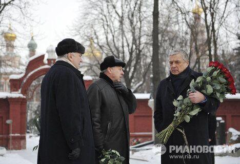 Возложение цветов и венков к могиле Б.Ельцина