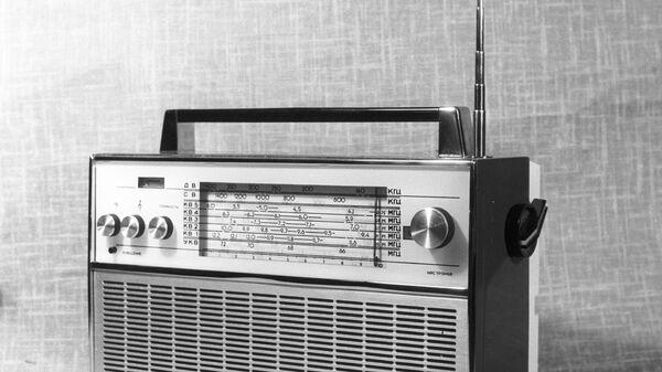Транзисторный радиоприемник ВЭФ-17. Архив