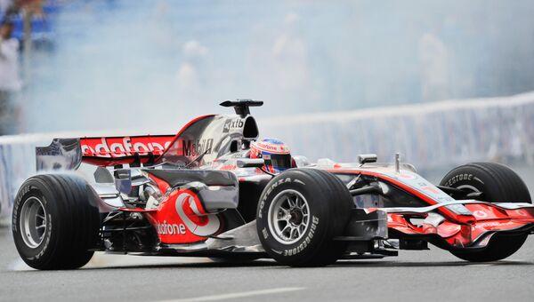 Гоночный автомобиль Формулы-1. Архивное фото