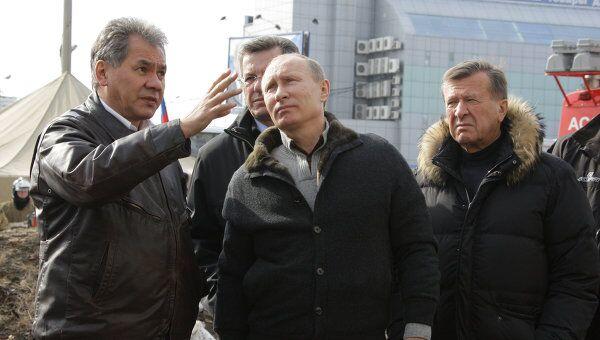 Премьер-министр РФ В.Путин побывал у частично обрушившегося дома в Астрахани