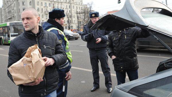 Координатор движения Левый фронт Сергей Удальцов перед началом митинга оппозиции на Пушкинской площади в Москве.