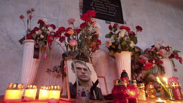 Портрет казненного Владислава Ковалева на станции метро в Минске, где в апреле 2011 года произошел теракт