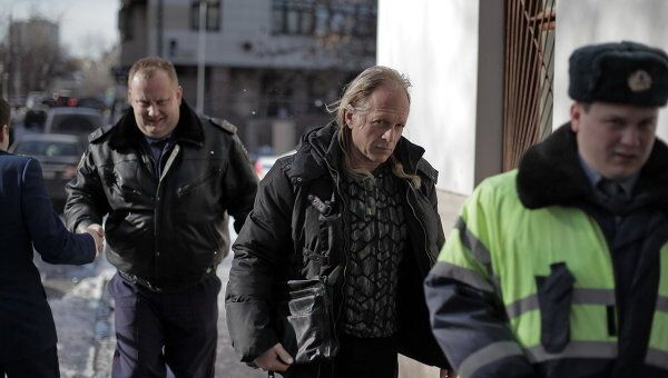 Рассмотрение жалобы на арест певца Криса Кельми