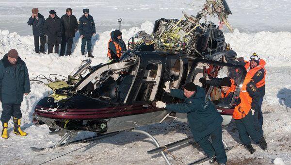 Подъем вертолета, упавшего в Волгу в Нижнем Новгороде