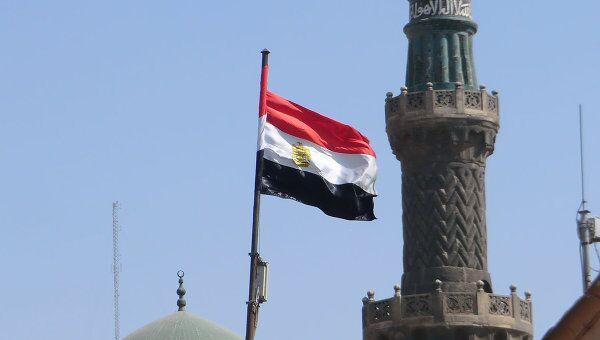 Флаг Египта на фоне мечетей, архивное фото