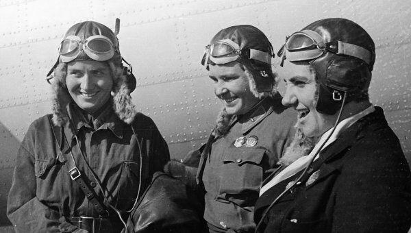 Летчицы (слева направо) Марина Раскова, Полина Осипенко и Валентина Гризодубова. Архивное фото.
