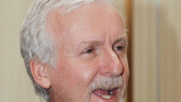 Голливудский режиссер Джеймс Кэмерон во время фотоколла в отеле Ритц-Карлтон