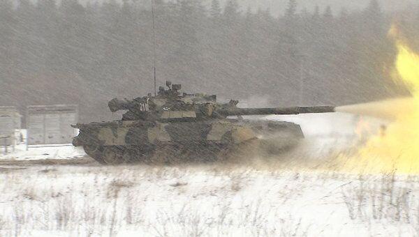 Танковые стрельбы при повышенных мерах безопасности. Кадры с учений
