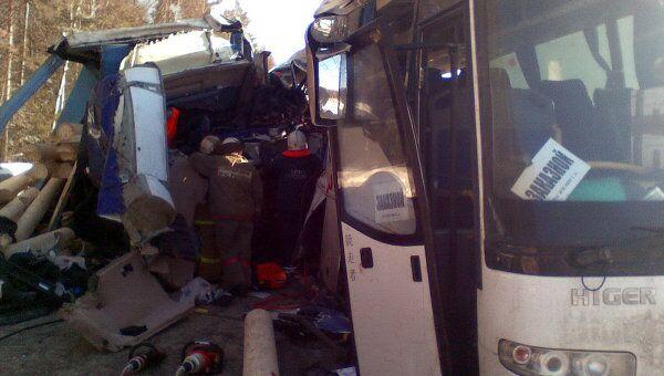 Автобус и грузовик столкнулись в Нижегородской области, трое погибли