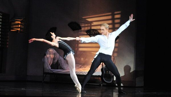 Сцена из балета Кармен Новосибирского театра оперы и балета