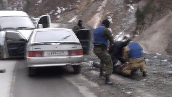 Силовики задержали торговцев оружием. Кадры спецоперации в Северной Осетии