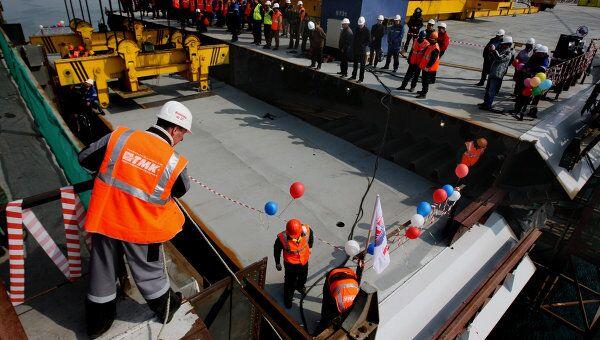 Во Владивостоке сомкнули строящийся мост над бухтой Золотой Рог