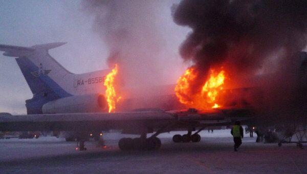Пожар на борту самолета Ту-154 в аэропорту Сургута. Архив