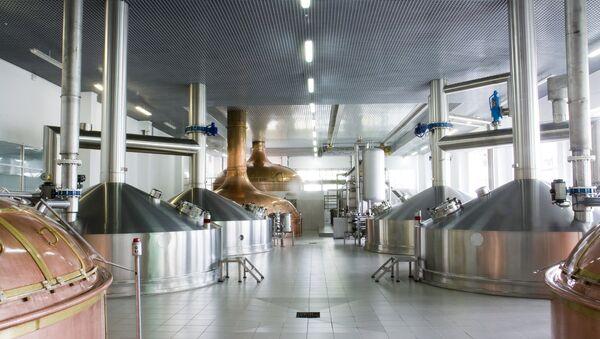 Производственный цех предприятия компании САН ИнБев, архивное фото