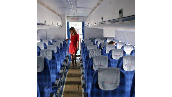 В салоне пассажирского самолета. Архив