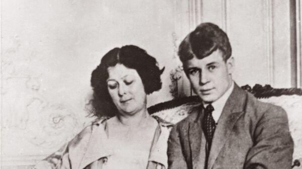 Сергей Есенин и Айседора Дункан в Берлине. Фото сделано в мае-июне 1922 года
