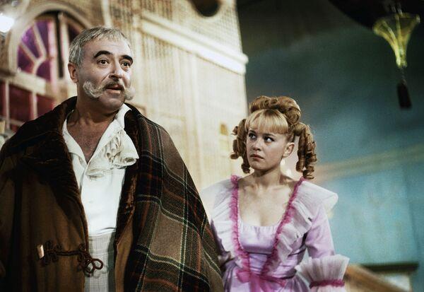 Владимир Этуш и Марина Неелова в роли Принцессы на съемках кинофильма Старая, старая сказка