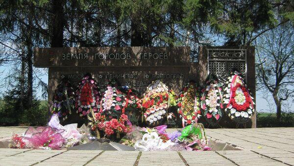 Мемориальная площадка на территории музея Большой дуб