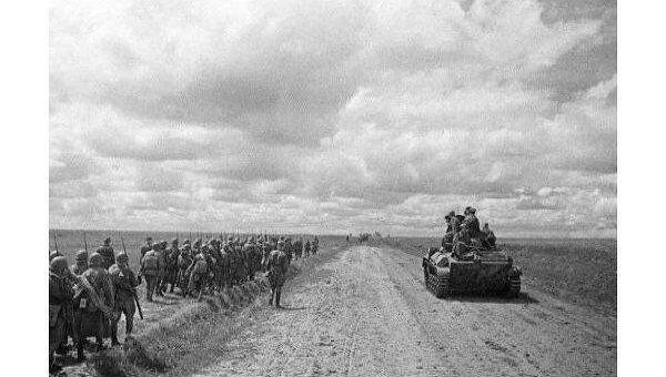 Июль 1943 года. Резервные воинские части идут на фронт.