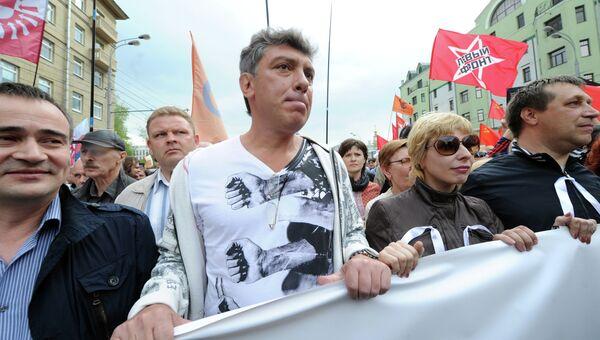 Борис Немцов (в центре) во время шествия Марша миллионов. Архив