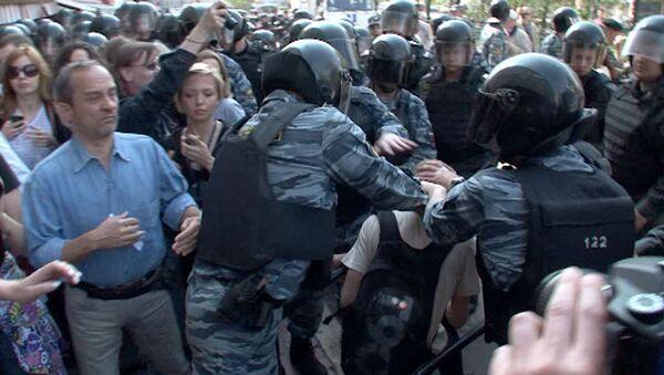 Полиция пресекла попытку оппозиции провести акцию в центре Москвы