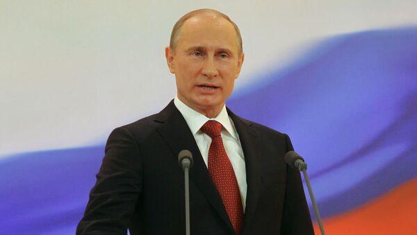 Путин поклялся на Конституции РФ уважать и охранять права и свободы граждан