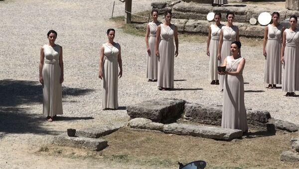 Древнегреческие молитвы и танцы: репетиция зажжения огня Олимпиады-2012
