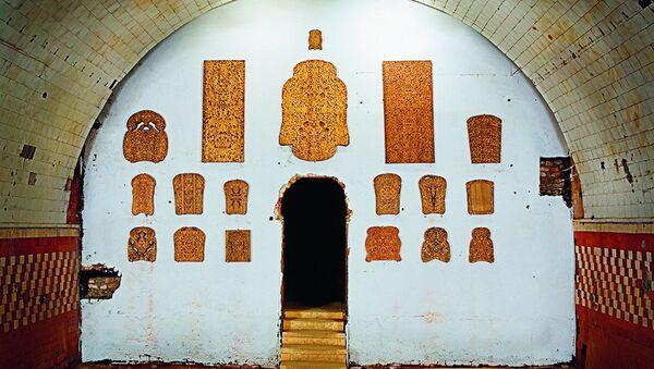 Работа Анатолия Осмоловского из серии Хлеба (2007-2008), представленная на выставке Icons