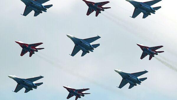 Полеты авиационных групп Стрижи и Русские Витязи