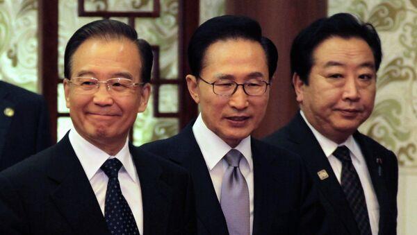 Президент Южной Кореи Ли Мён Бак, премьер-министр Японии Ёсихико Нода и глава правительства КНР Вэнь Цзябао